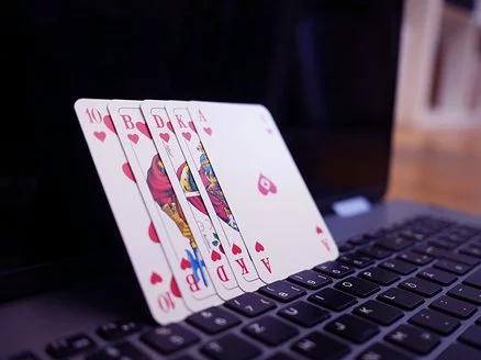 Granie w kasynach internetowych w 2021 roku